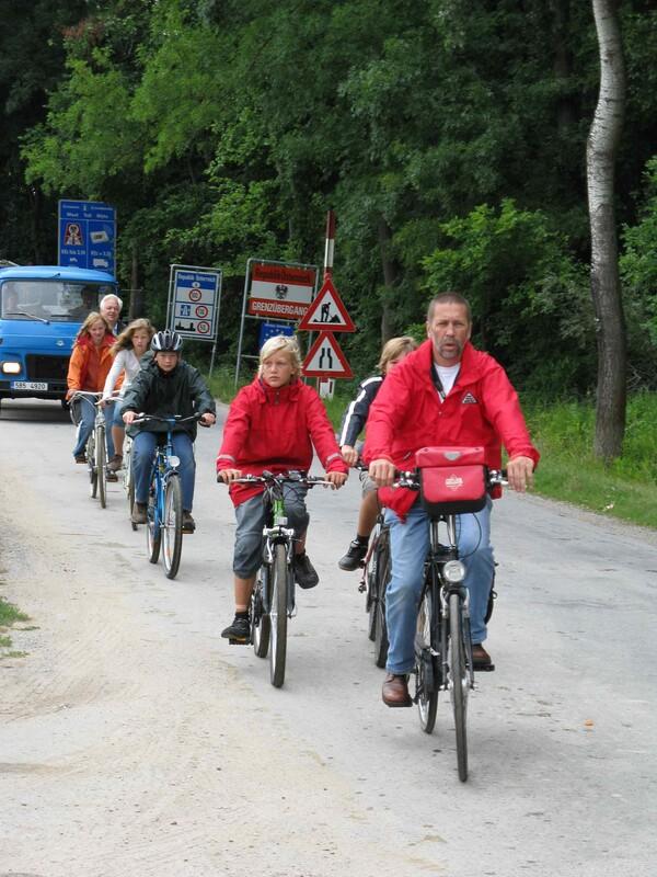 . . .  mit dem Fahrrad auf Entdeckungsreise . . .
